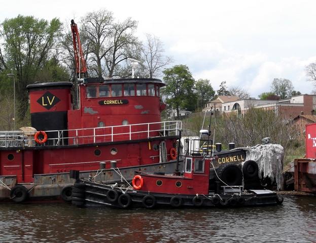 2_Tugboats_outside_Kingston_051014