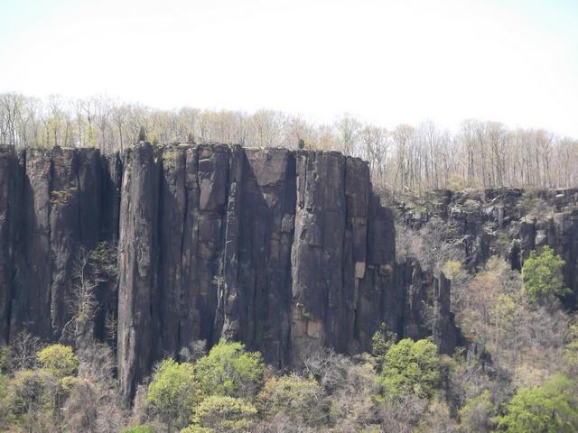 Cliff_Walls_Hudson_River_050714