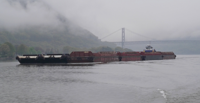 Passing_a_barge_Hudson_River_05082014