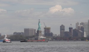 Approaching_NY_Harbor2_050614